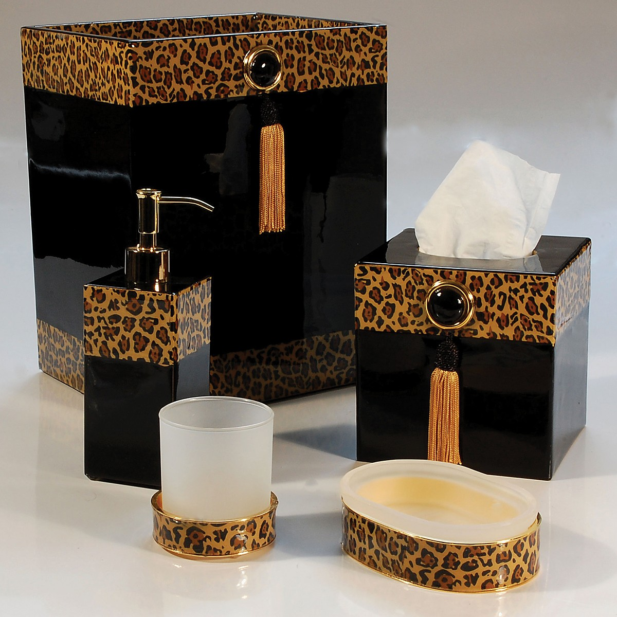 Home design ideas leopard bathroom decor for Home bathroom accessories
